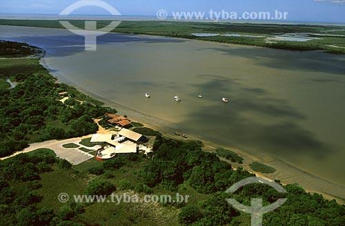 Assunto: Centro de visitantes e sede do Parque Nacional Marinho dos Abrolhos na praia do Kitongo, margens do rio Caravelas / Local: Parque Nacional Marinho dos Abrolhos - BA / Data: 03/2006