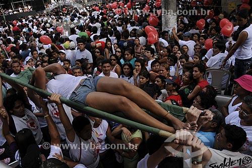 Assunto: Procissão - Círio de Nazaré - Pessoa passando mal em meio a multidão / Local: Belém (PA) / Data: 12 de Outubro de 2008