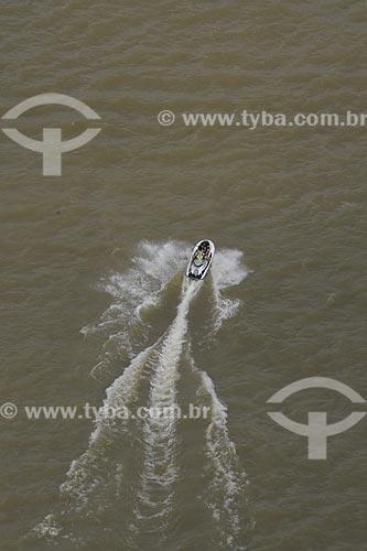 Assunto: Rastro de espuma de uma Lancha - Rio Guajará / Local: Belém (PA) / Data: 11 de Outubro de 2008