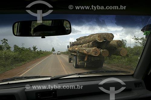 Assunto: Ultrapassagem em rodovia na Amazônia / Local: Amazônia / Data: 14 de Maio de 2004