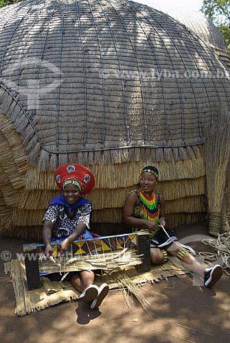 Assunto: Mulheres fazendo artezanato / Local: Lesedi - Johannesburg - África do Sul /  Data: 11 de Março de 2007