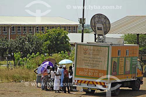 Assunto: Caminhão do Governo fazendo documentos para a população pobre / Local: Jozini - Umkhanyakude - Kwazulu - Natal - África do Sul / Data: 13 de Março de 2007
