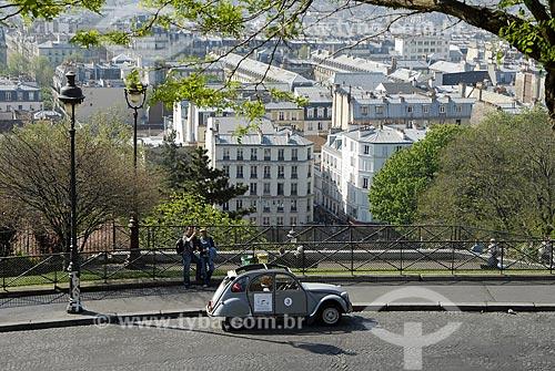 Assunto: Veículo antigo para passeios na cidade, em Montmartre / Local: Paris - França / Data: 19 de Abril de 2007