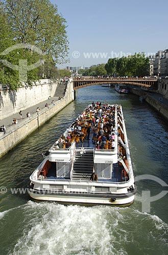 Assunto: Passeio de Bateau Mouche (Bateaux Mouches) pelo Rio Sena / Local: Paris - França / Data: 19 de Abril de 2007