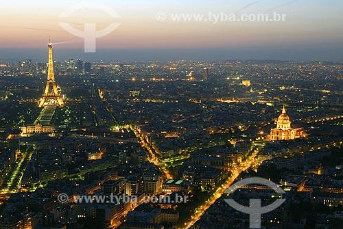 Assunto: Vista noturna de Paris, Torre Eiffel (Tour Eiffel) e Palácio dos Inválidos (Les Invalides) / Local: Paris - França / Data: 20 de Abril de 2007