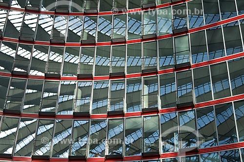 Assunto: Vidraças e arquitetura moderna na parte interna do Sony Center / Local: Berlim - Alemanha / Data: 27 de Setembro de 2008
