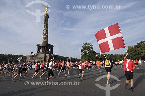 Assunto: Maratonistas cruzando a praça Siegessaule, a praça da Vitória / Local: Berlim - Alemanha / Date: 27 de Setembro de 2008