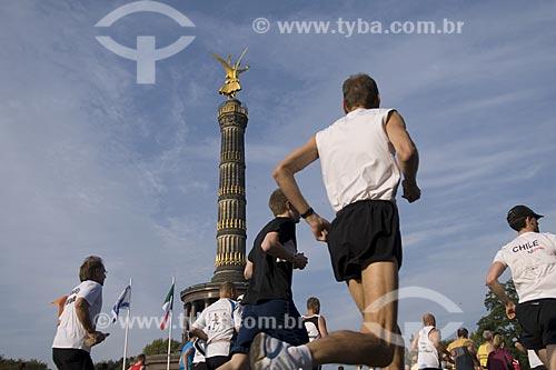 Assunto: Maratonistas cruzando a praça Siegessaule, a praça da Vitória / Local: Berlim - Alemanha / Data: 27 de Setembro de 2008