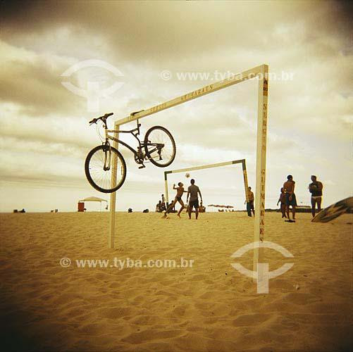 Assunto: Praia de Copacabana, ensaio fotografico feito com a maquina Holga entre 2005 e 2007 / Local: Rio de Janeiro (RJ) / Data: 01 de Janeiro de 2005