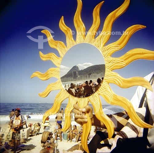Assunto: Praia de Copacabana, ensaio fotografico feito com a maquina Holga entre 2005 e 2007 / Local: Rio de Janeiro (RJ) / Data: 01/01/2005