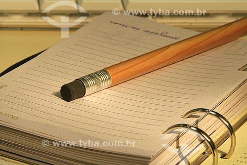 Assunto: Lápis em cima de uma agenda / Local: Rio de Janeiro (RJ) / Data: 13 de Novembro de 2008