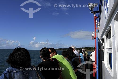Assunto: Pessoas na balsa  Salvador-Nazaré das Farinhas. Baía de todos os santos / Local: Nazaré das Farinhas - Salvador (BA) / Data: 18 de Julho de 2008