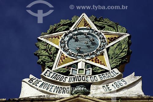 Assunto: Escultura com símbolo dos Estados Unidos do Brasil, Prefeitura de Nazaré das Farinhas / Local: Nazaré das Farinhas (BA) / Data: 17 de Julho de 2008