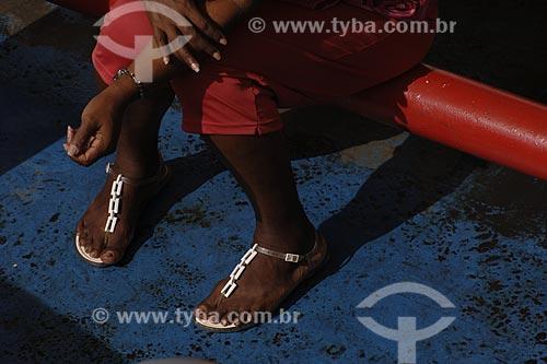 Assunto: Passageira na balsa que faz a travessia Salvador-Bom Depacho / Local: Nazaré das Farinhas - Salvador (BA) / Data: 18 de Julho de 2008