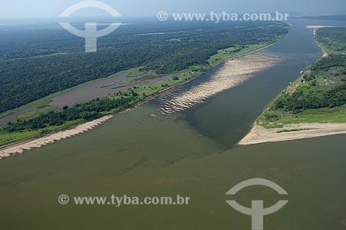 Assunto: Boca do rio Madeira com o rio Amazonas, com suas águas esverdeadas por eutrofização, entre Manaus e Itacoatiara / Local: Amazonas (AM) / Data: 29 de Outubro de 2007