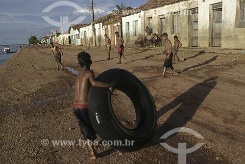 Assunto: Crianças brincando na beira do rio Tocantins / Local: Marabá - Pará (PA) - Brasil / Data: 2004