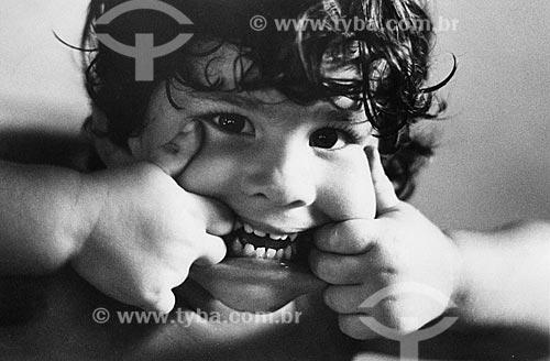 Assunto: Liza Reis - Criança fazendo careta / Local: Rio de Janeiro - RJ - Brasil / Data: 1986