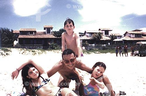 Assunto: Familia - Rogério Reis com crianças na praia (Liza, Felipe e Fernanda) / Local: Búzios - RJ - Brasil / Data: 1994