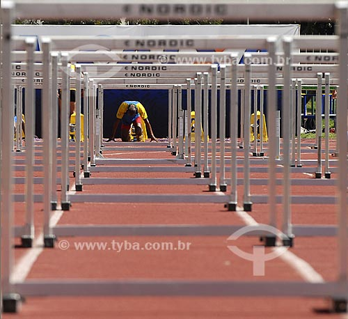 Assunto: Atletismo - Corrida com barreiras - Campeonato Brasileiro Interclubes de Juvenis no Estádio Célio de Barros no Maracanã / Local : Rio de Janeiro - RJ - Brasil / Data : 28/10/2005