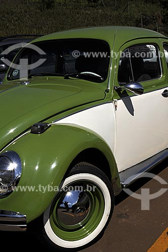 Assunto: Automóvel Fusca - Volkswagen bicolor(verde e branco) antigo / Data: 20/04/2009