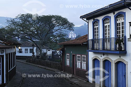 Assunto: Casario da Praça Antonio Dias com a Ponte Marília de Dirceu, também conhecida como Ponte dos Suspiros / Local: Ouro Preto - Minas Gerais (MG) - Brasil / Data: 21/04/2009