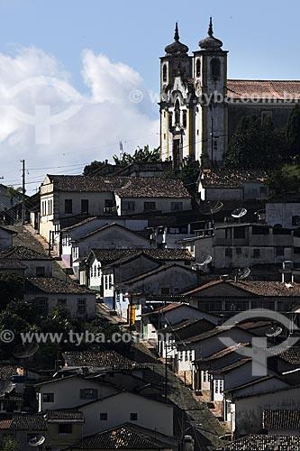 Assunto: Igreja de Santa Ifigênia e casario alinhados ladeira abaixo / Local: Ouro Preto - Minas Gerais - Brasil / Data: 21/04/2009