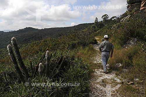 Caminho que leva às pinturas rupestres no  Sítio Arqueológico Pedra Pintada  - Barão de Cocais - Minas Gerais - Brasil