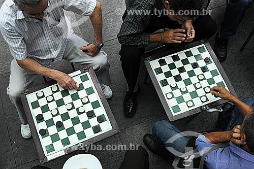 Assunto: Jogo de Damas na Rua Rio de Janeiro / Local: Centro de Belo Horizonte - Minas Gerais (MG) - Brasil / Data: 14-04-2009