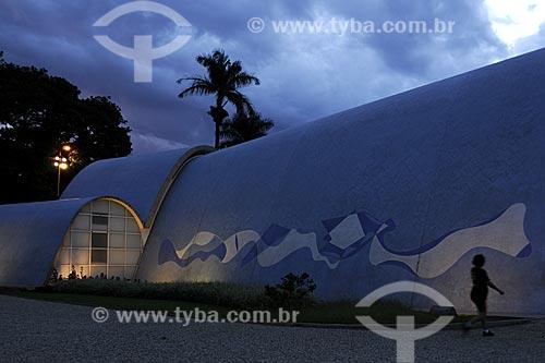 Painel de Pastilhas com motivo abstrato do artista Paulo Werneck na lateral da Igreja de São Francisco de Assis, mais conhecida como Igreja da Pampulha    - Belo Horizonte - Minas Gerais - Brasil