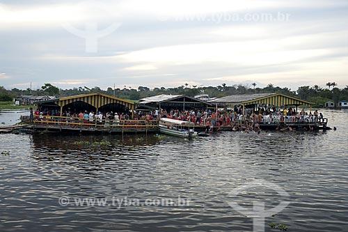 Assunto: Lazer, num domingo à tarde, em Cacau Pirera, na margem direita do rio Negro, em frente à Manaus / Local: Rio Negro -  Amazonas (AM) - Brasil / Date: Julho 2007