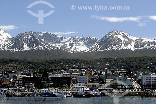 Assunto: Cidade turística de Ushuaia com o porto e o Glaciar Martial ao fundo / Local: Ushuaia - Argentina / Data: 11 / 2008