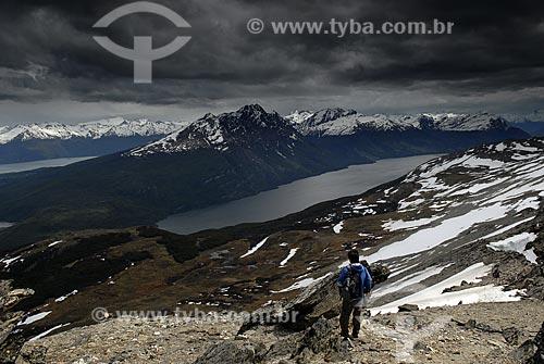 Assunto: Cume do Cerro Guanaco no Parque Nacional Terra do Fogo. Lago Rocca abaixo / Local: Ushuaia - Argentina / Data: 11 / 2008