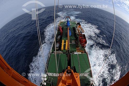 Assunto: Popa do navio Ary Rongel vista do