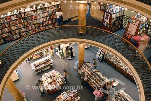 Livraria El Ateneo - Antigo teatro transformado em moderna livraria - Abriga um café no seu palco, áreas de leitura, um subsolo dedicado a livros infantis e um museu no último andar  - Buenos Aires - Argentina