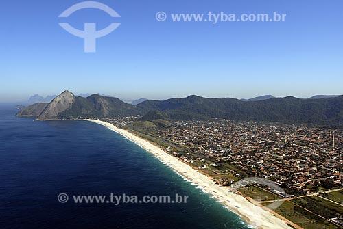 Assunto: Vista aérea da Praia de Itaipuaçu e Pedra do Elefante ao fundo / Local: Maricá - RJ - Brasil / Data: 06/2008