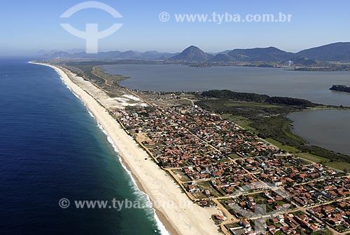 Assunto: Vista aérea da Praia e Lagoa de Maricá / Local: Maricá - RJ - Brasil / Data: 06/2008