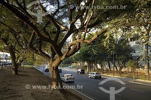 Avenida Jornalista Roberto Marinho, parte do conjunto de avenidas que margeiam o rio Pinheiros e formam uma das mais importantes rodovias de São Paulo, a Marginal Pinheiros (SP-015)  - São Paulo - São Paulo - Brasil