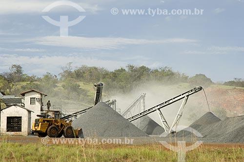 Assunto: Indústria de extração de brita (mineração) / Local: Estrada Boa Vista-Pacaraima - Roraima - Brasil / Data: Janeiro de 2006