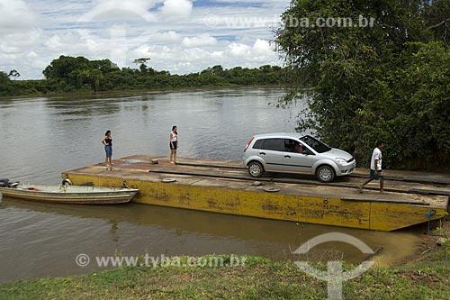 Assunto: Balsa para atravessar o Rio Uraricoera - Passagem para a Ilha de Maracá / Local: Roraima - Brasil / Data: Janeiro de 2006