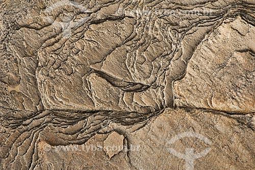 Assunto: Detalhes de pedras em cima da cachoeira Poço Encantado / Local: Parque Nacional da Chapada dos Veadeiros - Goiás (GO) - Brasil / Data: Julho de 2007