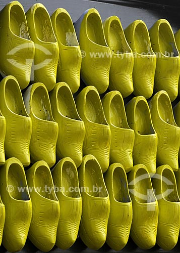 Assunto: Tamancos amarelos / Local: Keukenhof - Holanda / Data: Maio 2009