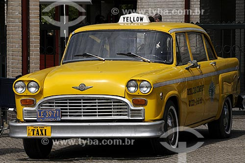 Assunto: Carro antigo / Local: Keukenhof - Holanda / Data: Maio 2009