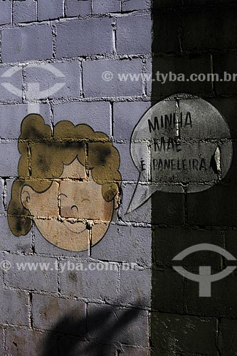 Assunto: Pintura sobre parede de tijolo mostrando o rosto de uma criança ( menina ) próximo à Cooperativa de Paneleiras de Goiabeiras Velha /Local: Vitória - ES /Data: Março de 2008