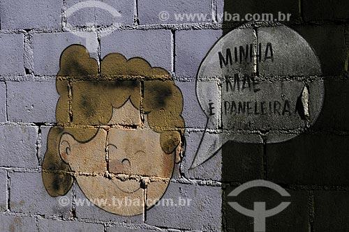 Assunto: Pintura mostrando o rosto de uma criança ( menina ) próximo à Cooperativa de Paneleiras de Goiabeiras Velha /Local: Vitória - ES /Data: Março de 2008