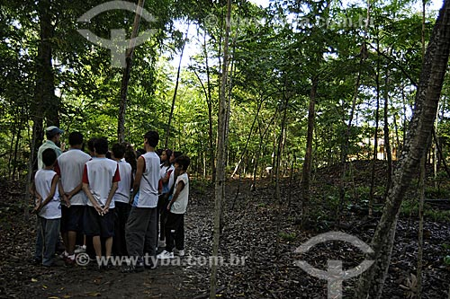 Assunto: Crianças em aula de conscientização ambiental ao ar livre no Parque Botânico / Local: Vitória - ES /Data: Março de 2008