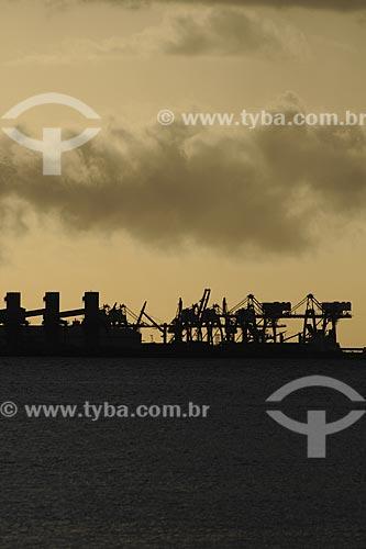 Assunto: Complexo de Tubarão visto da Praia de Camburi / Local: Vitória - ES /Data: Março de 2008