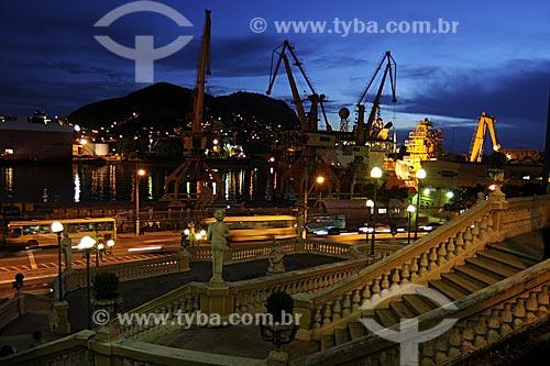 Assunto: Porto de Vitória ao fundo com escadaria do Palácio Anchieta em primeiro plano /Local: Vitória - ES /Data: Março de 2008