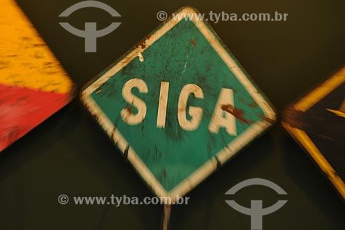 Assunto: Placa de sinalização - SIGA - usada no transporte ferroviárioLocal: Museu Ferroviário / Vila Velha - ES /Data: Março de 2008