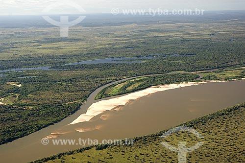 Assunto: Vista aérea do rio Araguaia, na época seca em que aparecem as praias, na região do Cerrado / Local: perto de São Félix do Araguaia - divisa de Mato Grosso (MT) e Tocantins (TO) - Brasil / Data: Junho de 2006