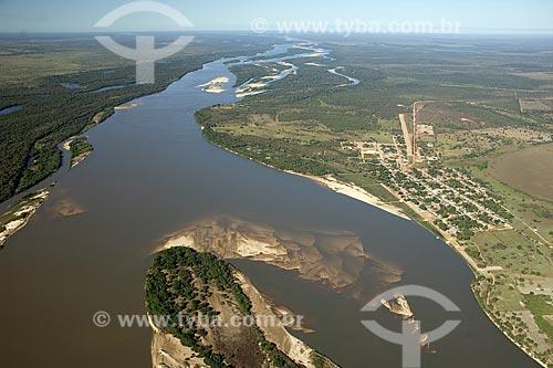 Vista aérea do Rio Araguaia, na época da seca, quando aparecem as praias, na região do Cerrado, perto de Luciara e São Félix do Araguaia, na divisa de Mato Grosso e Tocantins, Brasil